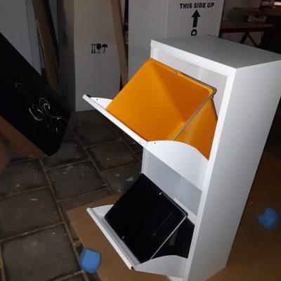 afvalbak met twee binnen emmers